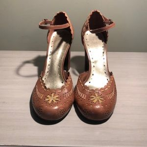 BCBG girls dress shoes